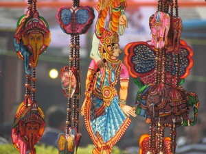 Dilli Haat - The place where u find a collection of Handicraft art from all over the country - artisans bring it themselves & sell it here
