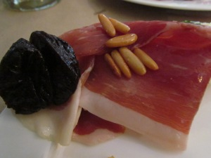 Cold cut with Prunes & pinenuts