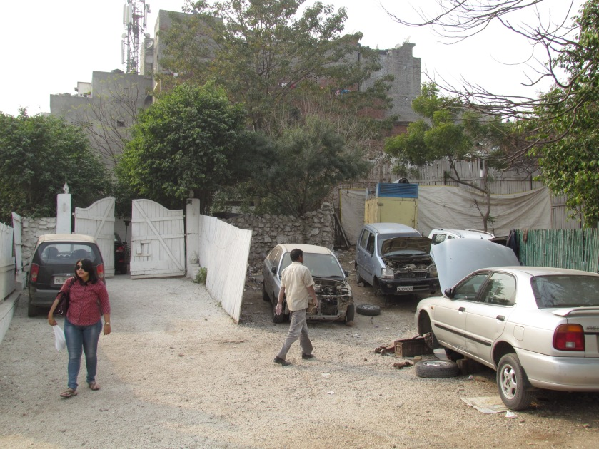 Entrance to Lahori Shah beside a car repair workshop