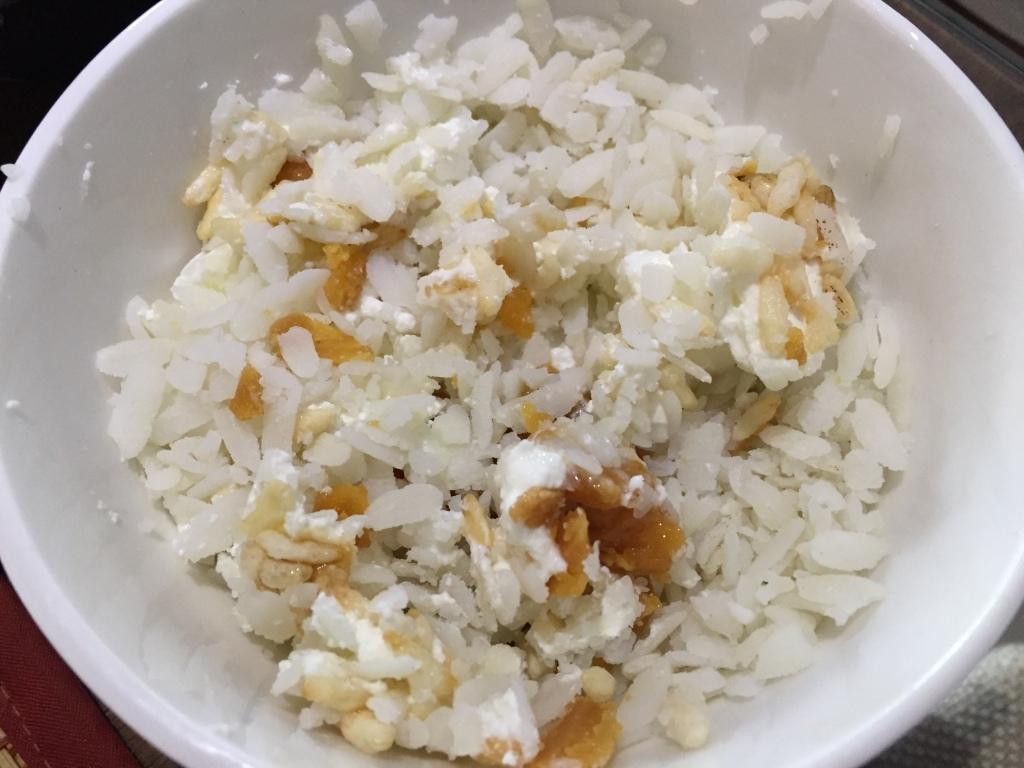 doi sira gur muthi pitha - chiwda (flattened rice), gur (jaggery), curd