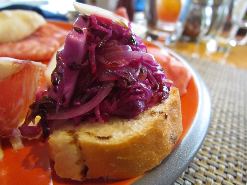 Red cabbage and onions bruschetta