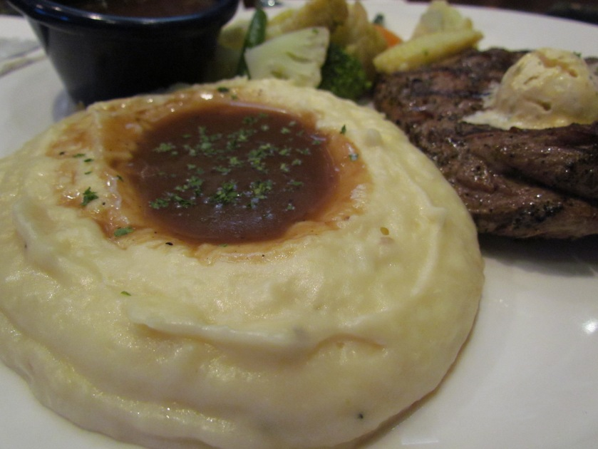 mashed potato with tenderloin steak