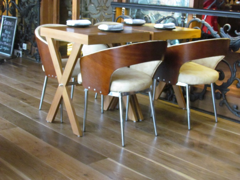 seating arrangement in the restaurant