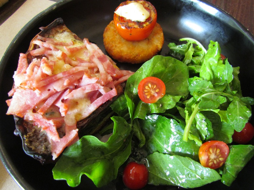 Quiches Wishes served with greens, hash brown & grilled tomatoes.