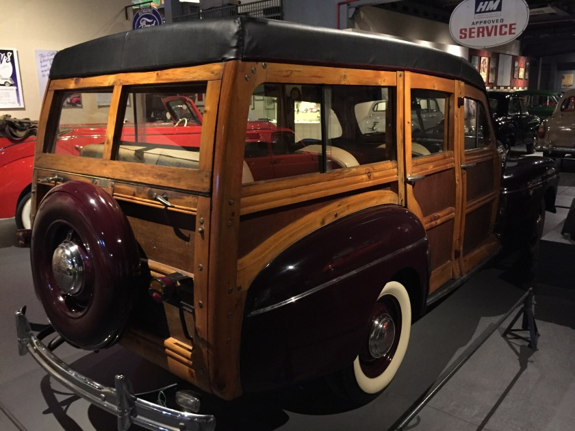 Ford Super Deluxe Station Wagon 1946, made of wood & metal