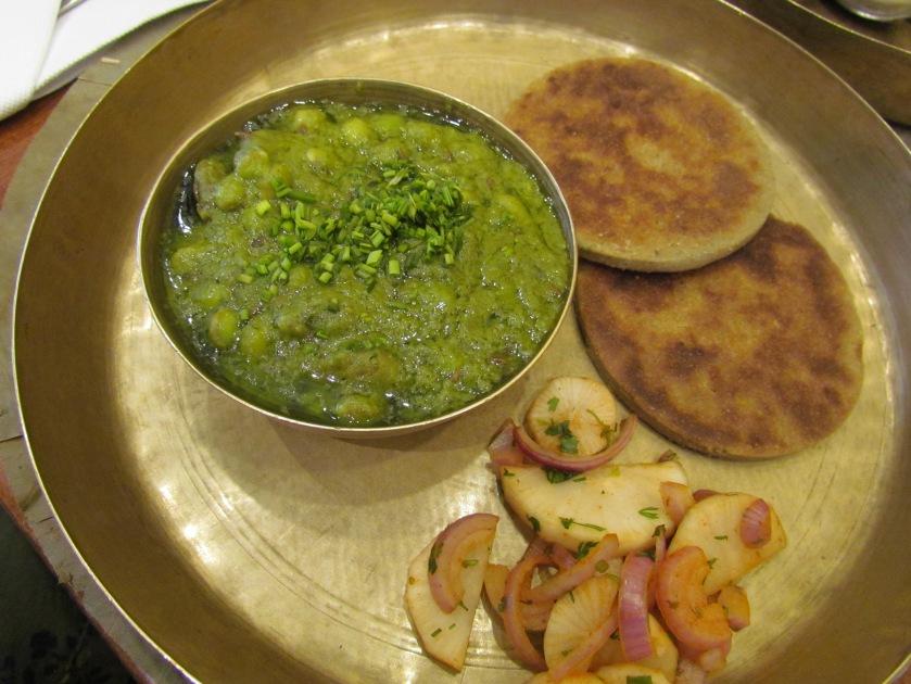 Lilwa dhokli with bajra biscuit bhakhri