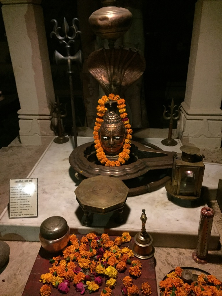 unique shiv lingam made of metal