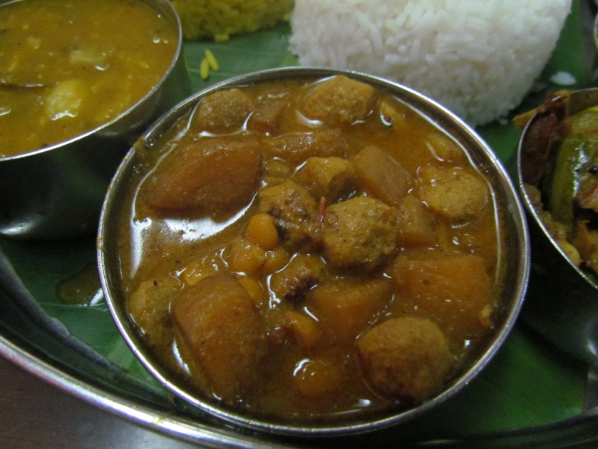 Soybean nugget curry